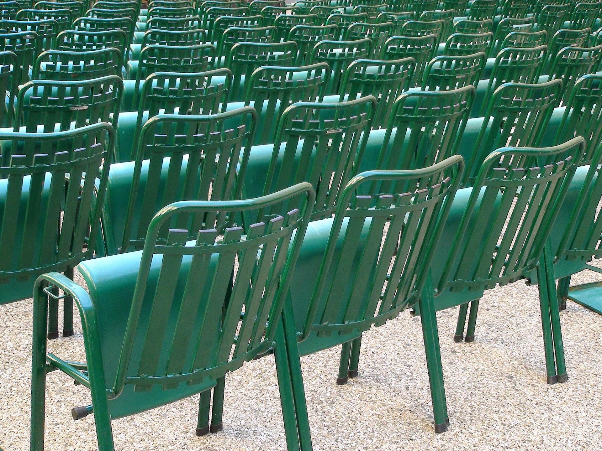 chairs-442978_1920.jpg