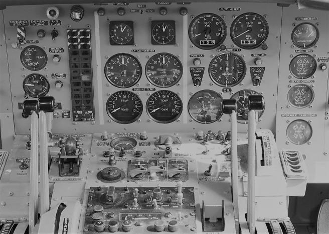 aircraft-1367289_1920.jpg